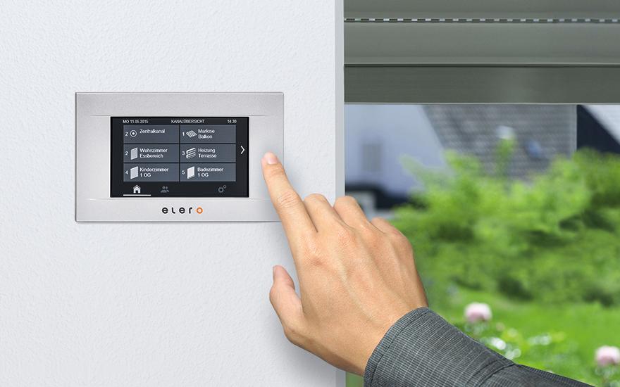 Panel LCD MultiTec Touch do sterowanie jednym palcem nasłonecznieniem w domu