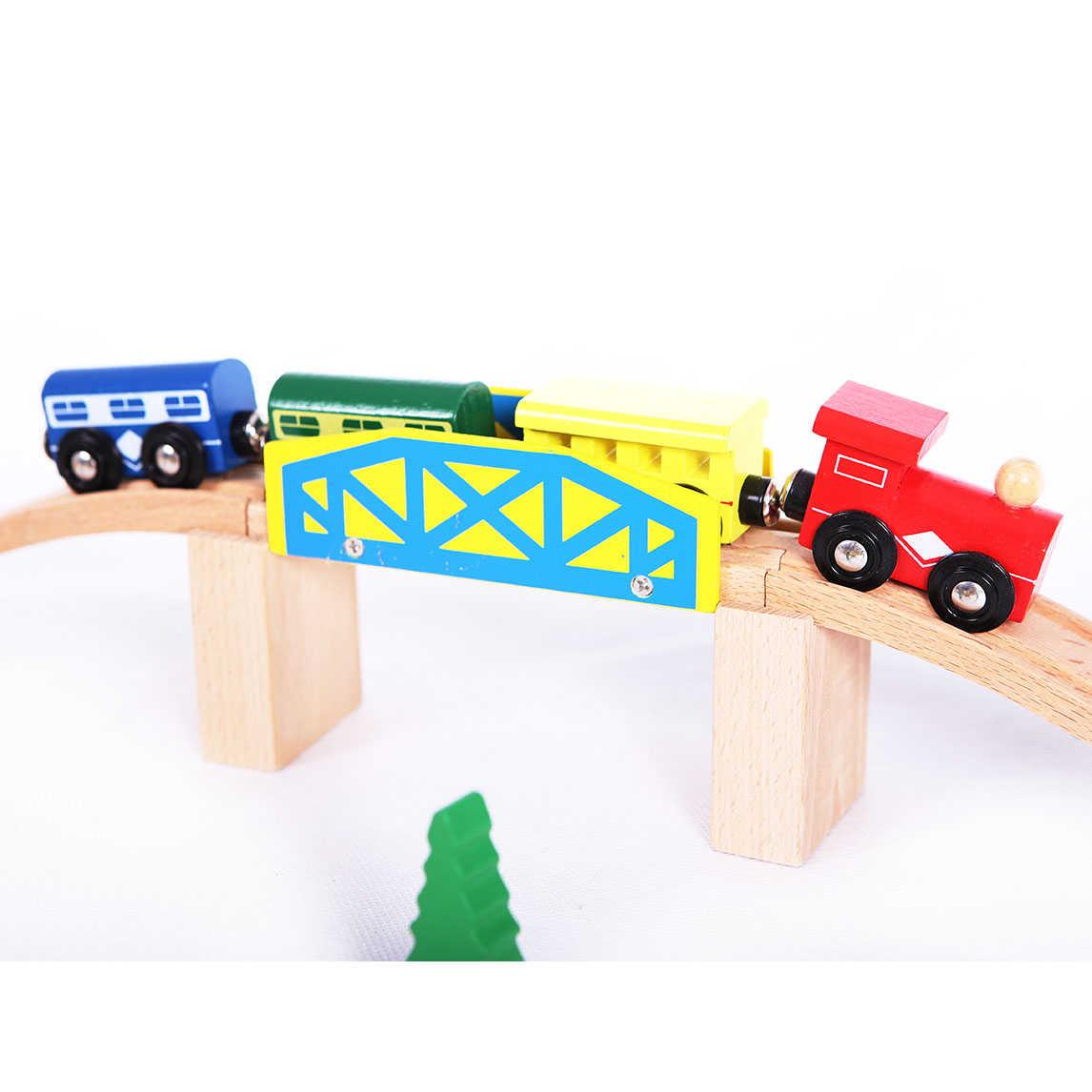 Pociąg na mostku kolejki ECOTOYS HDJ93950A