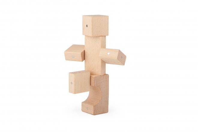 Ludzik zbudowany z drewnianych klocków Kooglo