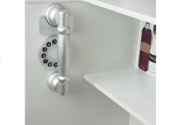 Telefon w kuchni drewnianej Nela