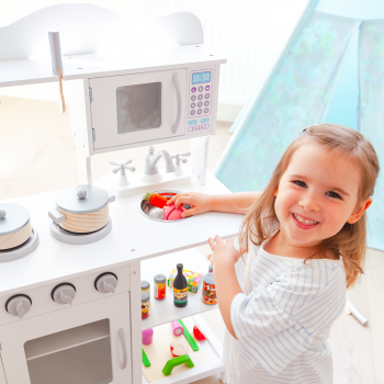 Kuchnia przybory dziewczynka